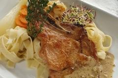 Kalbskotelette-an-Cognac-Senf-Sauce-Gasthof-Bären-Zweisimmen-Lahaije